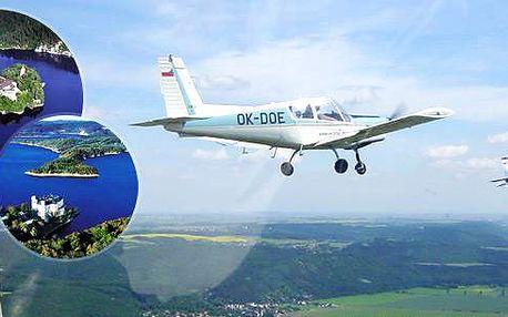 Pilotem na zkousku nad zámkem Orlík - obdarujte své blízké nebo kamarády tímto nazapomenutelným zážitkem! Vyzkoušejte si být pilotem!!