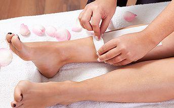 Také už vás nebaví holení žiletkou? Salón Lenka v Orlové pro vás připravil slevu 45% na kompletní depilaci celých nohou a celých rukou teplým voskem za 249 Kč. Za tuto skvělou cenu budete odcházet s hladkýma nohama a rukama, které vám několik týdnů vydrží.