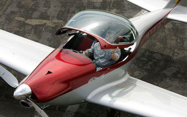 Let ultralehkým letadlem s 51% slevou 25 minut letu nad jižními Čechami či Moravou. Platnost kupónů do 30.6.2012.