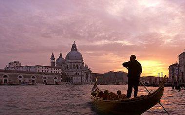 Prozkoumejte Benátky, třeba i přes svátky. Čekají vás romantické gondoly a památky. Výlet do Benátek s průvodcem. Cesta zajištěna klimatizovaným autobusem.