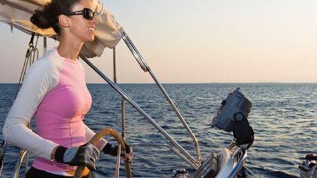 Chcete se ujmout kormidla? Udělejte si řidičský kurz Vůdce malého plavidla. 50% sleva na řidičský průkaz na loď platný na vnitrozemských vodních plochách i příprava na mezinárodní průkaz pro mořskou plavbu.