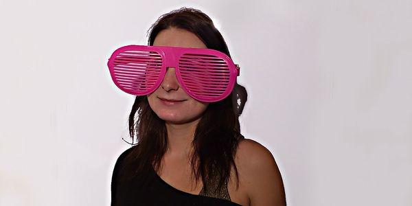 Jen 49,- Kč za pořádnou kupu párty srandy! Silvestr by rozhodně neměl být smutný a nudný a tyto brýle vám v tom pomůžou!