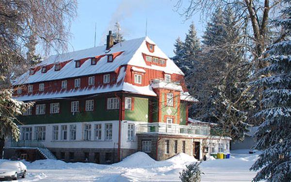 1190 Kč za víkendový pobyt pro děti a mládež na lyžích či snowboardu včetně plné penze a výcviku. Na výběr Harrachov, Kořenov a snowpark Rejdice. Sleva 54 %.