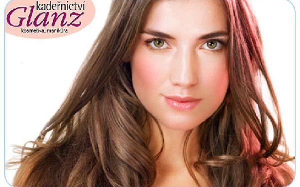 Nechte se hýčkat kadeřníky! Barvení vlasů profesionálními barvami a nový střih Vašich krátkých vlasů se slevou 50%!