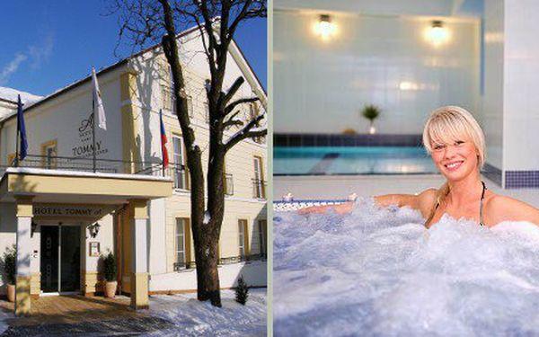 Exkluzivní balíček na 3 dny nabitý relaxací pro 2 osoby ve Wellness hotelu Tommy za 2999 Kč. Zahrnuje 2 noci pro 2 osoby, 2x snídaně formou bufetu pro dva, 1x romantická čtyřchodová večeře pro dva, využití hotelového bazénu a whirlpoolu, rašelinová kúra na 90 minut včetně infrakabiny, masáže zad a šíje pro dva.