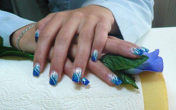 Doplnění gelových nehtů, včetně zdobení a ošetření za pouhých 150 Kč