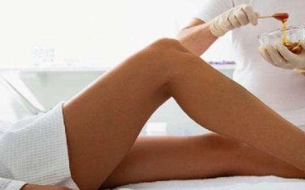 Užijte si depilaci lýtek teplým voskem. Dejte sbohem žiletkám a mějte až 4 týdny hladkou a jemnou pokožku bez chloupků.