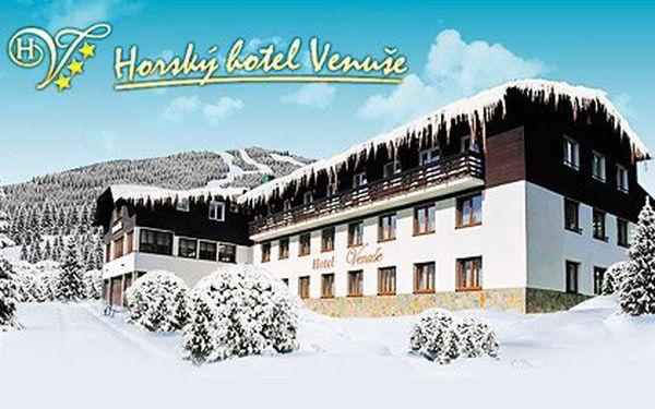 Špindlerův Mlýn – 3 nebo 6 dní pro dva v horském hotelu Venuše***. Plná penze (obědy ve formě balíčků) a svačiny, sjezdovka 400 metrů od chaty