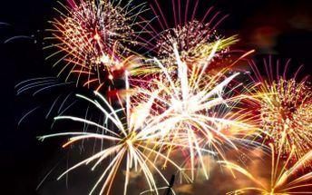 Silvestrovský ohňostroj za fantastických 499 Kč! Na výběr máte ze dvou megabalíčků se slevou až 60 %. Kulové pumy, římské svíce, fontány, kompakty, rakety čipetardy na bujaré nejen Silvestrovské oslavy! Přivítejte rok 2012 ve velkém stylu!
