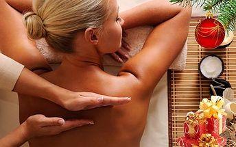 Medová detoxikační masáž včetně zábalu zad. Zbavte se únavy a toxických látek v těle v salonu na Praze 3.