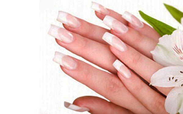 Dopřejte svým rukám péči profesionální manikérky v salonu MONEKA (Praha 13)!