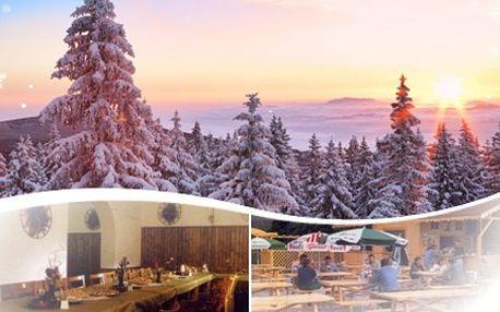 Zažijte ve DVOU krásy Novohradských hor! Půjčte si lyže či běžky nebo je poznejte pěšky. 52% sleva na pobyt pro DVA na prodloužený víkend v penzionu Hojná Voda. Využijte tipů na výlety nebo 20% slevy na lyžařskou permanentku.