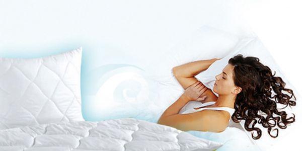 Kvalitní set polštář + peřina! Protialergické, v rozměrech 70x90 a 140x200 v setu. Vše za 490 Kč a k tomu dárek zdarma v hodnotě 240 Kč! Dopřejte si pohodlný spánek.