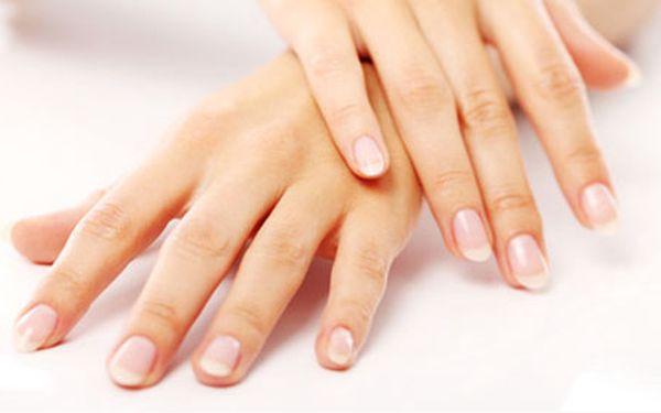 185 Kč za manikúru, japonskou regeneraci nehtů P-SHINE, masáž a zábal rukou. Okouzlujte krásnými a pěstěnými nehty, které budou zářit zdravím. HyperSleva 50 %.