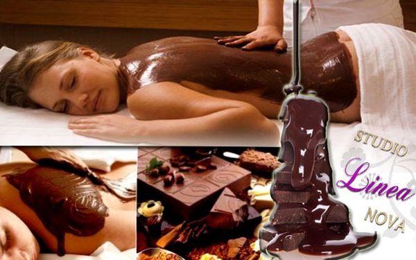 HŘÍŠNÝCH 60 MINUT V ČOKOLÁDOVÉM RÁJI! Darujte hodinovou relaxaci s peelingem šíje a zad, relaxační osmičkovou masáží, čokoládovými obklady, zábal v horké čokoládě a masáž horkou čokoládou! Užijte si požitek z omamné vůně čokolády!
