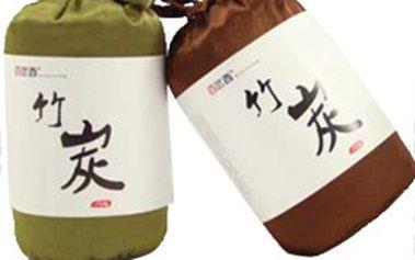 Pohlcovač zápachu ve stylovém hedvábném pytlíku s bambusovým uhlím. Svěží vůně pro vaši domácnost nebo kancelář