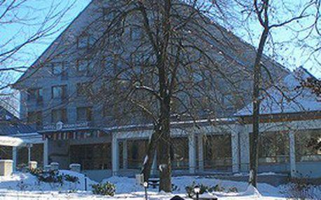 """V """"Mariánkách"""" je krásně v zimě: Víkendový pobyt (2 noci) pro 2 osoby, báječné prostředí Mariánských Lázní, super hotel s bazénem = MAX. RELAX!"""