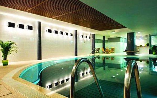 Wellness pro dva v hotelu Juliš**** – 90minutový vstup pro 1 osobu. Vířivka, oddělená sauna a bazén 30°C s protiproudem, lehátka, dětský koutek a bar