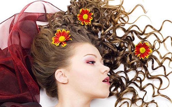 Fantastických 399 Kč za OBJEMOVÉ ZVLNĚNÍ VLASŮ! Máte jemné a rovné vlasy, které Vám plihnou? Nebo se vám nelíbí Vaše zvlněné vlasy? Dopřejte si změnu se slevou 67 %!