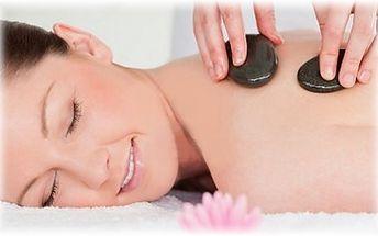 Uvolněte své smysly a nalaďte se na příchozí svátek zamilovaných smyslnou masáží hot stones!