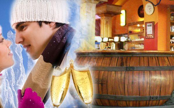 Výhodná zimní dovolená pro dva v jizerských horách jen za 1199 kč!! Dvě noci v útulném hotelu hrádecký dvůr***, polopenze a láhev sektu na uvítanou!!