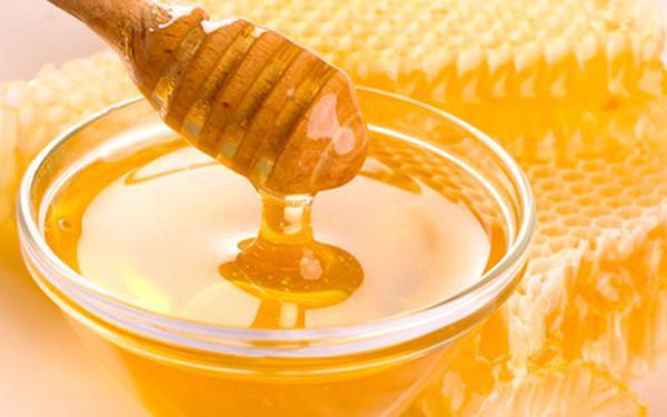 Medová masáž zad jen za 160 Kč! 40 minut blaha!