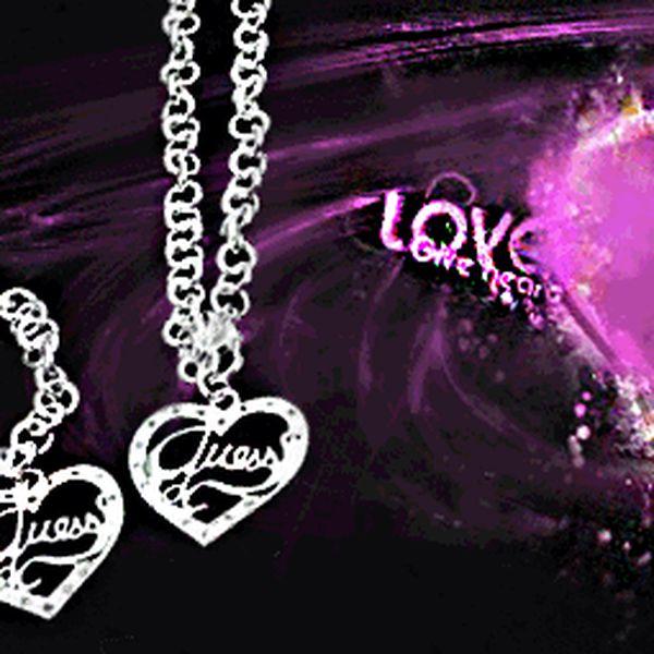 Valentýn se blíží! Krásná dárková sada šperků Guess. Náramek a náhrdelník za skvělých 459 Kč včetně poštovného po ČR! Zabaleno v luxusní krabičce, můžete ihned darovat! Udělejte radost sobě nebo svým nejbližším.