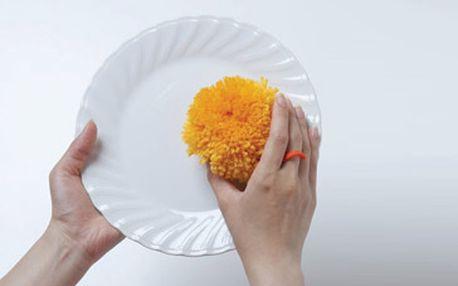 Lola – houba na nádobí ECO monster za skvělých 297 Kč! Vynikající japonský výrobek, který v sobě slučuje moderní trendy péče o domácnost: být ekologicky šetrným a zároveň cenově dostupným pomocníkem. Díky této houbě umyjete Vaše nádobí dokonale bez použití saponátů a chemicky vyráběných čisticích prostředků. Fantastická sleva 40 %!