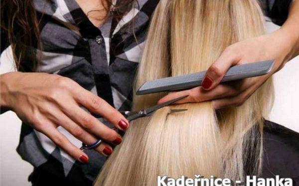 Dopřejte si s novým rokem změnu účesu! KADEŘNICKÉ SLUŽBY zahrnující barvu, mytí, střih, foukání, masáž a regeneraci již od 369 Kč! Jen pěstěné vlasy jsou krásné!