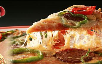 Dvě maxi pizzy (průměr 40 cm) se 40% slevou a s rozvozem po Praze 5 a 6 zdarma! Krabice na pizzy také zdarma.