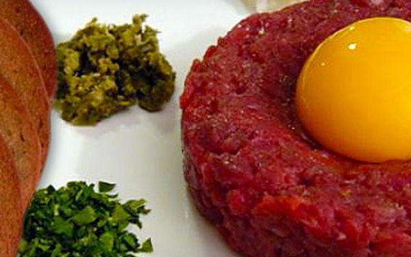 89 Kč za TATARSKÝ BIFTEK Z HOVĚZÍHO MASA a 5 TOPINEK!! Utište touhu po mase i kručící žaludek pořádnou porcí šťavnatého hovězího v Café Honner se slevou 50%!!