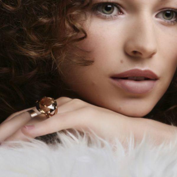 Ke krásné ženě se hodí krásný šperk. Tak potěšte tu svoji krásnou ženu šperkem Swarovski. Náušnice ve tvaru srdíček v krásném provedení, které Swarovski opravdu umí, za pouhých 319 Kč včetně poštovného. Tip na dárek na Valentýna.