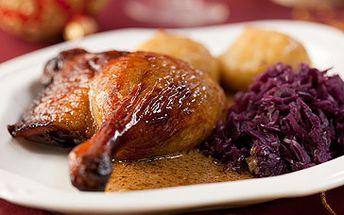 Půl pečené kachny s červeným sladkokyselým zelím, houskovým a bramborovým knedlíkem pro dva + 1 hodina bowlingu za neuvěřitelných 260 Kč. Vydejte se obdivovat křupavou kůžičku, měkké maso a lahodnou chuť pečené kachny. Tradiční česká hostina se slevou 50 %.