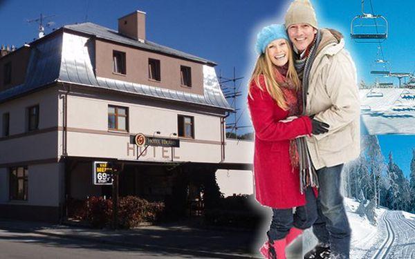 Od 1199Kč za pobyt na 3 dny (2 noci) pro 2 osoby s polopenzí malebném hotelu v Orlických horách! Užijte si lyžováni, na které jako bonus obdržíte 50% slevu