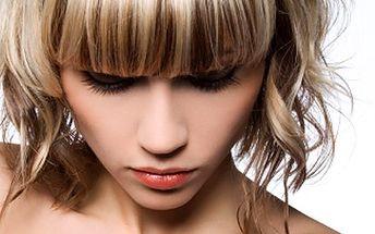 Co takhle radikální změna? S novými vlasy budete sexy žena. 55% sleva na nový účes- dámský kadeřnický komplet dle Vašeho výběru v Salonu Helena.
