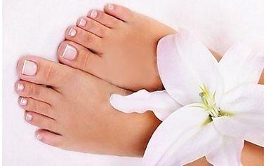 Péče o nohy je dnes samozřejmostí, nechejte se hýčkat za úžasnou cenu a dopřejte si gelovou modeláž nehtů na nohou!