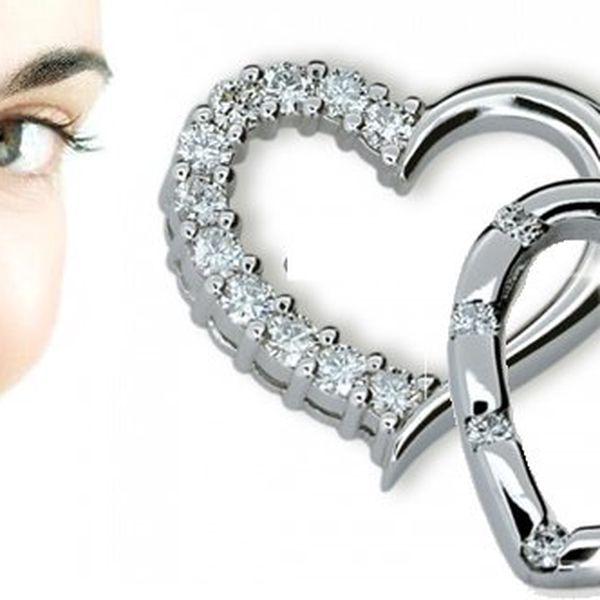 Svátek sv. Valentýna se blíží! Luxusní stříbrný přívěsek ve tvaru srdíčka se zirkony nyní za jedinečnou cenu! Ozdobná krabička ZDARMA. Udělejte radost a ušetřete 50%!