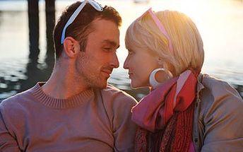 Užijte si chvíle ve dvou při romantické PLAVBĚ Vltavou. 45% sleva na soukromou hodinovou plavbu po Vltavě pro 2 osoby s lahví sektu. Překvapte partnerku na Valentýna!