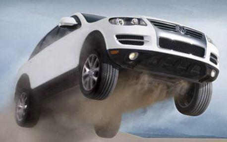 Zapůjčení luxusního teréňáku Volkswagen Touareg na 1 hodinu za neuvěřitelných 499 Kč namísto původních 2500 Kč! Už jste někdy přemýšleli o tom, jaké to je, řídit velké a silné auto? Cítit stádo koní pod kapotou, mít respekt ostatních řidičů a obdiv kolemjdoucích? Právě pro Vás je tu fantastická sleva 81 %!