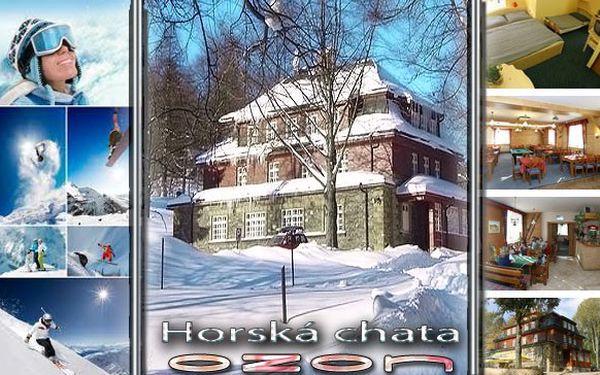 SKVĚLÝ KRKONOŠSKÝ POBYT DOSLOVA NABITÝ ZIMNÍMI AKTIVITAMI! Ubytování na 3 dny pro 2 osoby s polopenzí (snídaně formou švédských stolů + 2chodové večeře) v horské chatě Ozon s možností prodloužení + při koupi 3 voucherů JEDEN DEN POBYTU ZDARMA! V blízkosti najdete snowtubing, vlek a ski areály!