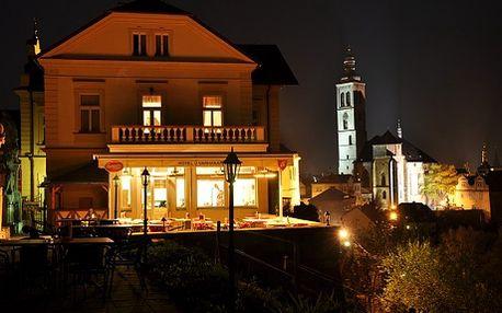 3 354 Kč za nejen Valentýnský večer ve Stříbrném městě - 3 dny pro 2 osoby s výběrem ubytování na 2 místech. Kutná Hora je nejen královské město, město dvou katedrál zapsané vseznamu UNESCO, ale i místo plné romantických zákoutí a uliček, kudy chodíval i slavný místní milovník žen, jídla a vína, Mikuláš Dačický. Pojďte v jeho stopách a ochutnejte Kutnou Horu!
