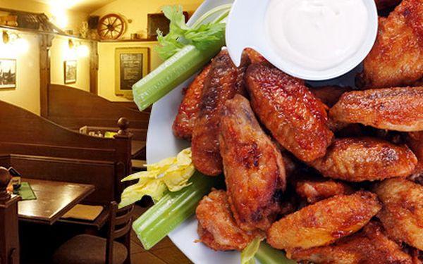 239 Kč za DVĚ kila marinovaných kuřecích křídel s bohatou zeleninovou oblohou, pečivem a salsou. Porce, která zažene i ten největší hlad. Sleva 52 %.
