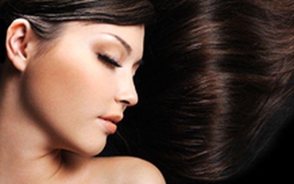 499 Kč místo 1160 Kč - Krásná na Valentýna! Celková vlasová proměna - kreativní střih, barva, přeliv či melír v centru Brna, se slevou 57 %