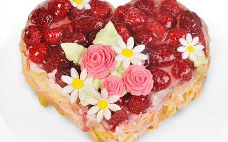 Připravte na Valentýna sladké překvapení. Kdo by odolal malinovému pokušení? 51% sleva na valentýnský malinový DORT- piškotový korpus s jogurtovosmetanovou náplní, malinami, vrstvou želatiny a mandlemi.