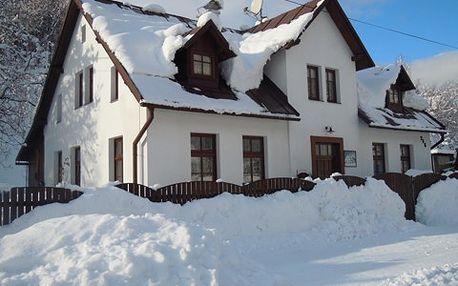 Ubytování pro dva na tři noci v Hořejším Vrchlabí – lyže, běžky i pěší turistika či kolo. V blízkosti skiareálů Bubákov a Herlíkovice!