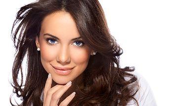 Nejste spokojena se svými vlasy? Uděláme z Vás královnu krásy. 70% sleva na konzultaci s vlasovým stylistou, masáž, regeneraci, střih, foukání a styling.