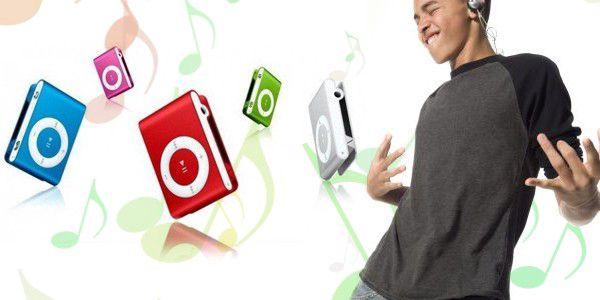 Za úžasnou cenu 179,-Kč Vám Pepa nabízí kompaktní MP3 přehrávač se sluchátky a USB kabelem v ceně! Zapojte jen Vaši MicroSD paměťovou kartu a užijte si svou hudbu naplno! Tak neváhejte a pořiďte si mini MP3 s klipsnou pro upevnění, na výběr máte z osmi veselých barev…