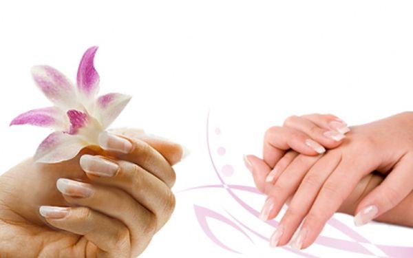 P-shine + manikúra + peeling + masáž v centru Prahy za 265 Kč! I v zimě potřebují Vaše ruce péči, dopřejte jim ji! Mějte ruce jako ze škatulky se slevou 50%!
