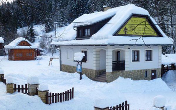 Pořádná zima je konečně tady. Užijte si super zimní pobyt na horách v penzionu Za tratí ve Velkých Karlovicích pouze za 1299 Kč pro 2 osoby na 2 noci. Čeká Vás příjemné ubytování, skvělá lyžovačka a sportovní aktivity, díky nimž na tuto dovolenou nezapomenete.