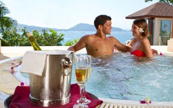 Darujte k Valentýnu neodolatelný zážitek! Vířivka a šampaňské bude požitek. 38% sleva na vířivku s finskou saunou pro DVA na 2 hodiny a láhev šampaňského.